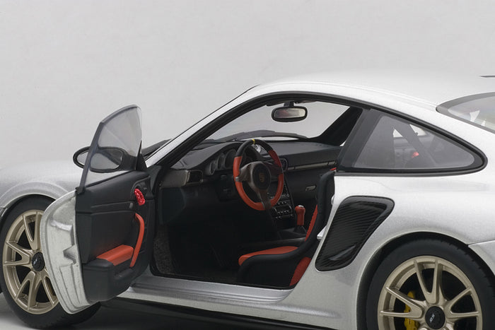 Porsche 911 GT2RS (997) | 1:18 Scale Model Car by AUTOart | Left Interior