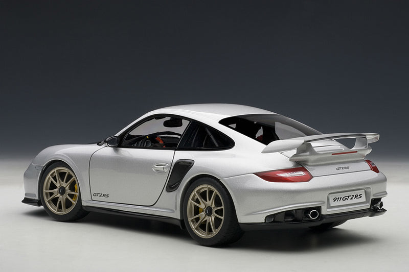 Porsche 911 GT2RS (997) | 1:18 Scale Model Car by AUTOart | Rear Quarter