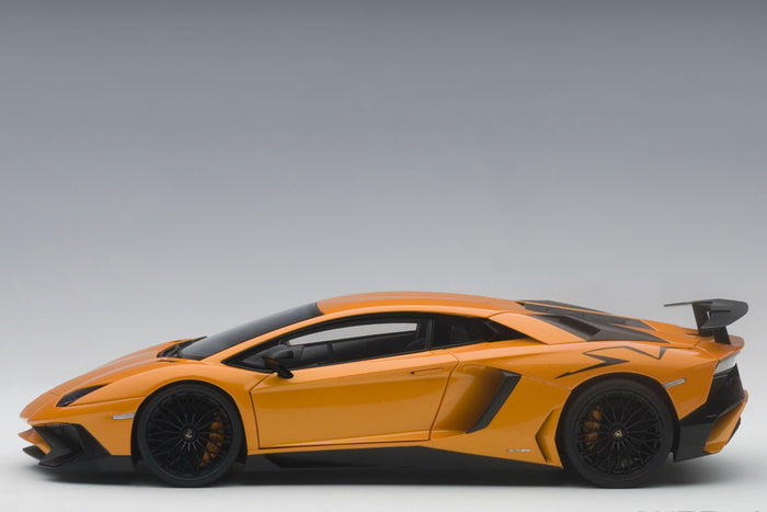 Lamborghini Aventador LP750-4 SV | 1:18 Scale Model Car by AUTOart | Profile