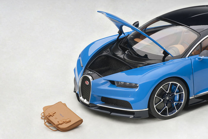 Bugatti Chiron | 1:18 Scale Model Car by AUTOart | Removable Luggage