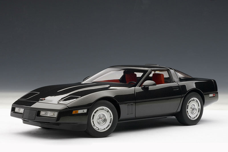 Chevrolet Corvette (1986) | 1:18 Scale Diecast Model Car by AUTOart | Front Quarter