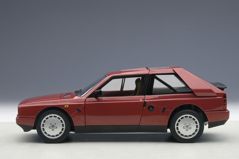Lancia Delta S4 Stradale | 1:18 Scale Diecast Model Car by AUTOart | Profile
