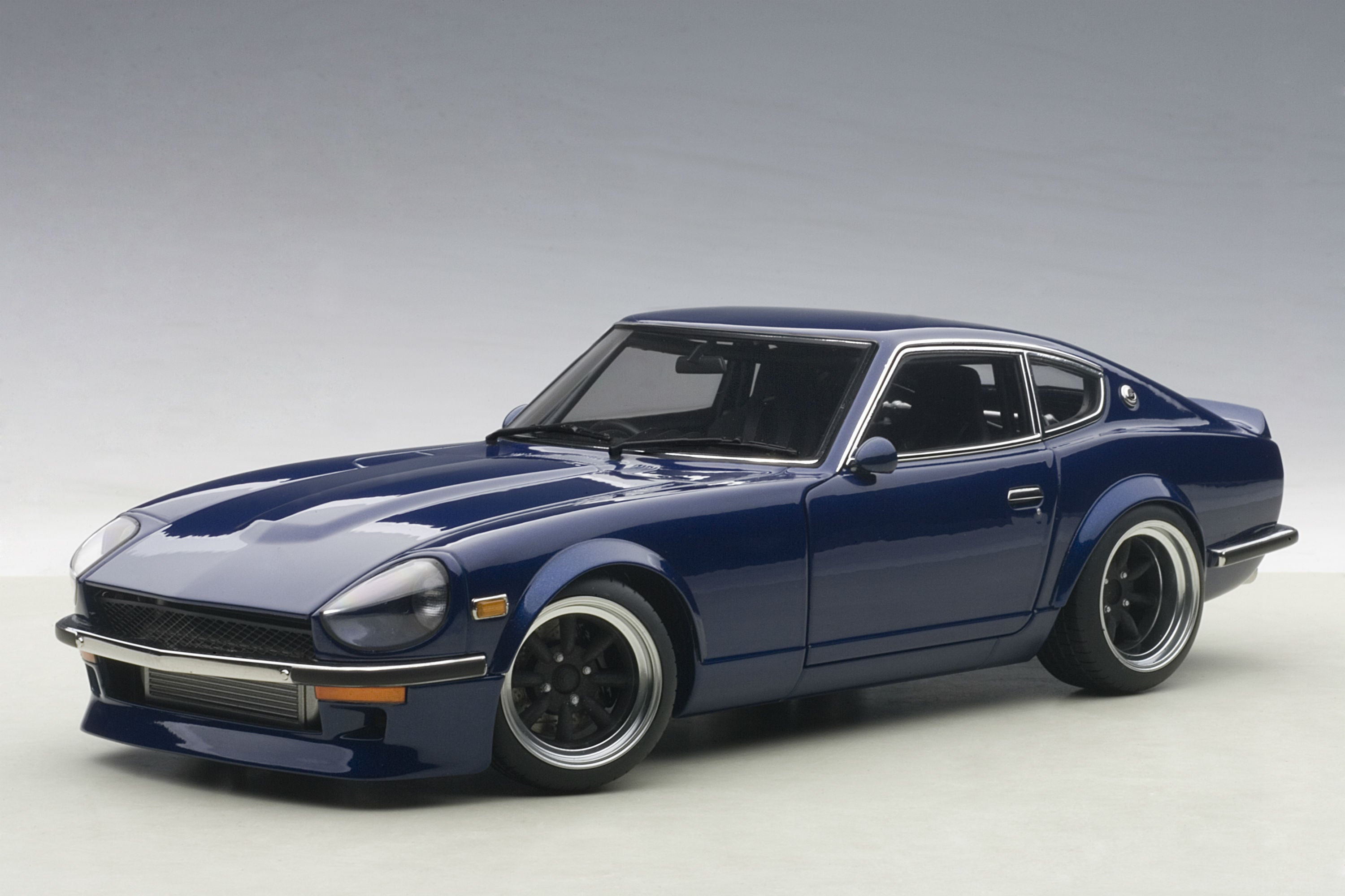 Nissan Fairlady Devil Z Wangan Midnight | 1:18-Scale Diecast Model Car by AUTOart | Front Quarter