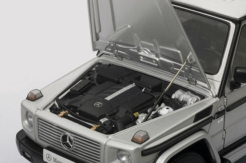 Mercedes-Benz G500 SWB (1998) | 1:18-Scale Diecast Model Car by AUTOart | Engine