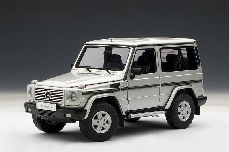 Mercedes-Benz G500 SWB (1998) | 1:18 Diecast Model Car by AUTOart | Front Quarter