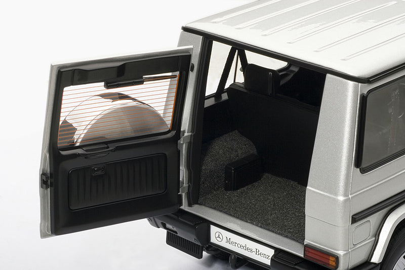 Mercedes-Benz G500 SWB (1998) | 1:18-Scale Diecast Model Car by AUTOart | Rear Detail