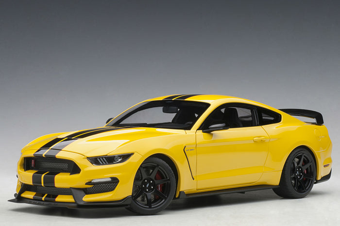 Ford Mustang Shelby GT350R | 1:18 Scale Model Car by AUTOart | Front Quarter