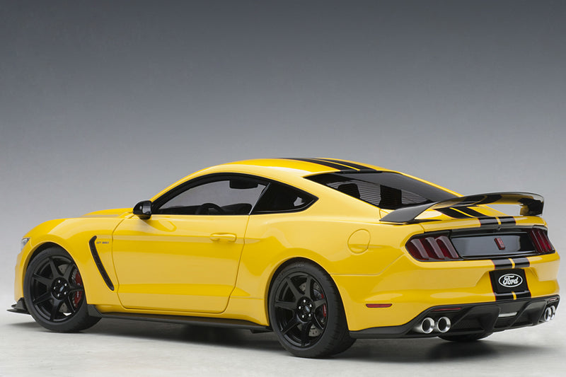 Ford Mustang Shelby GT350R | 1:18 Scale Model Car by AUTOart | Rear Quarter
