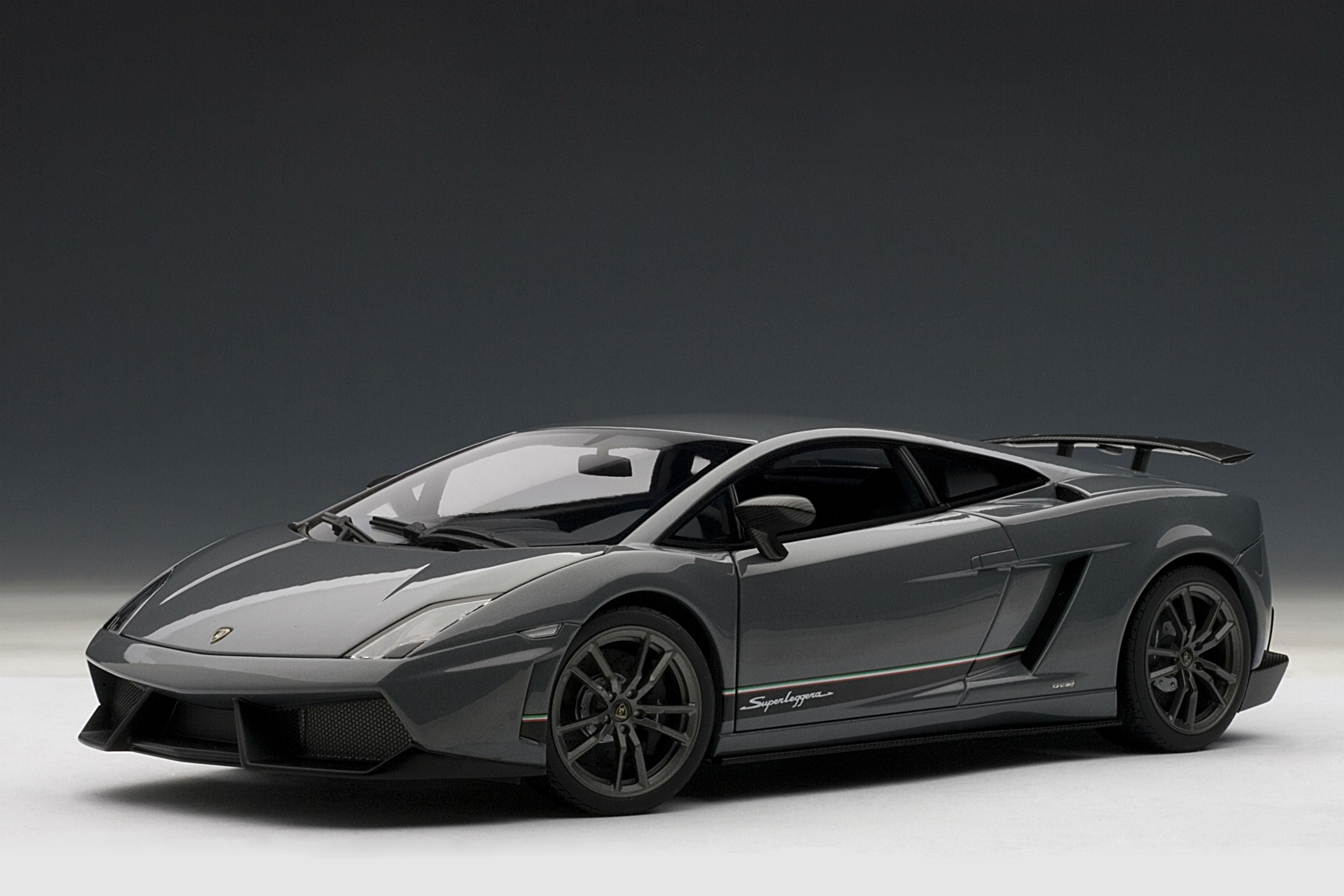 Lamborghini Gallardo LP 570-4 Superleggera | 1:18-Scale Diecast Model Car by AUTOart | Grey Variant