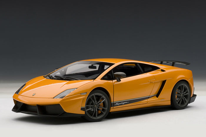 Lamborghini Gallardo LP 570-4 Superleggera | 1:18-Scale Diecast Model Car by AUTOart | Front Quarter