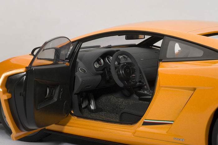 Lamborghini Gallardo LP 570-4 Superleggera | 1:18-Scale Diecast Model Car by AUTOart | Driver Detail