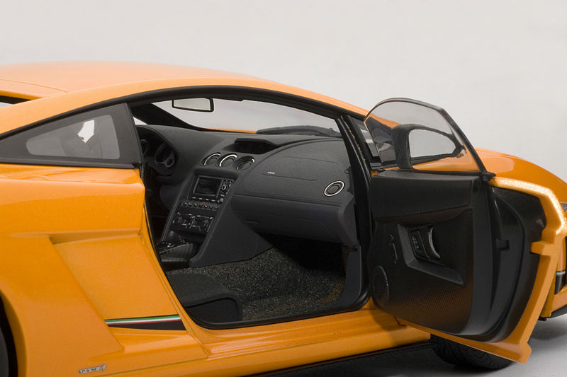 Lamborghini Gallardo LP 570-4 Superleggera | 1:18-Scale Diecast Model Car by AUTOart | Passenger Detail
