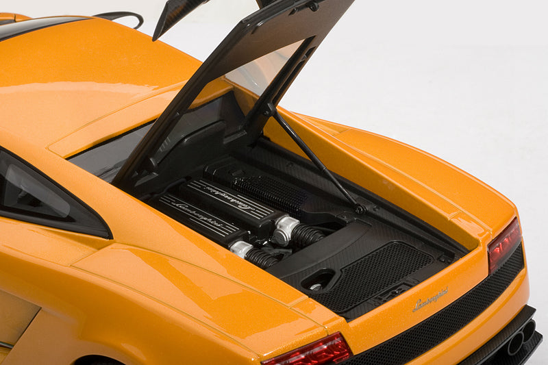 Lamborghini Gallardo LP 570-4 Superleggera | 1:18-Scale Diecast Model Car by AUTOart | Engine Detail
