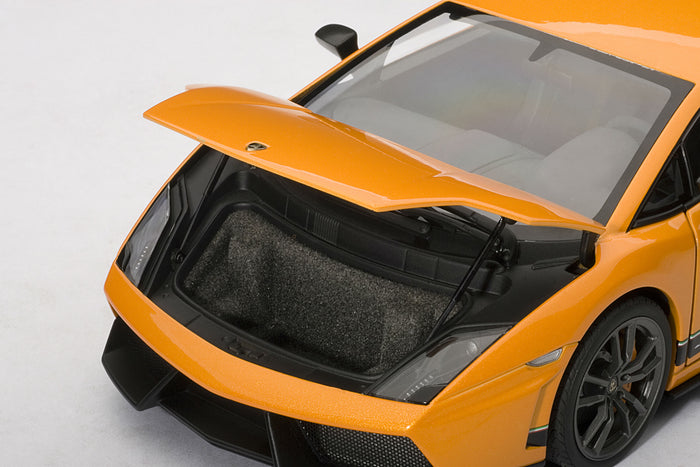 Lamborghini Gallardo LP 570-4 Superleggera | 1:18-Scale Diecast Model Car by AUTOart | Luggage Compartment