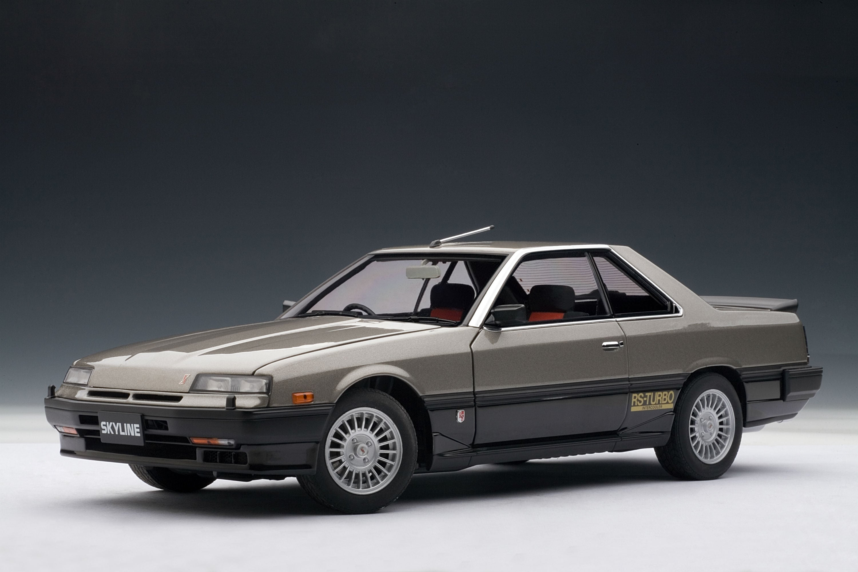 Nissan Skyline GT-X Turbo (DR30, 1984) | 1:18 Scale Diecast Model Car by AUTOart | Front Quarter