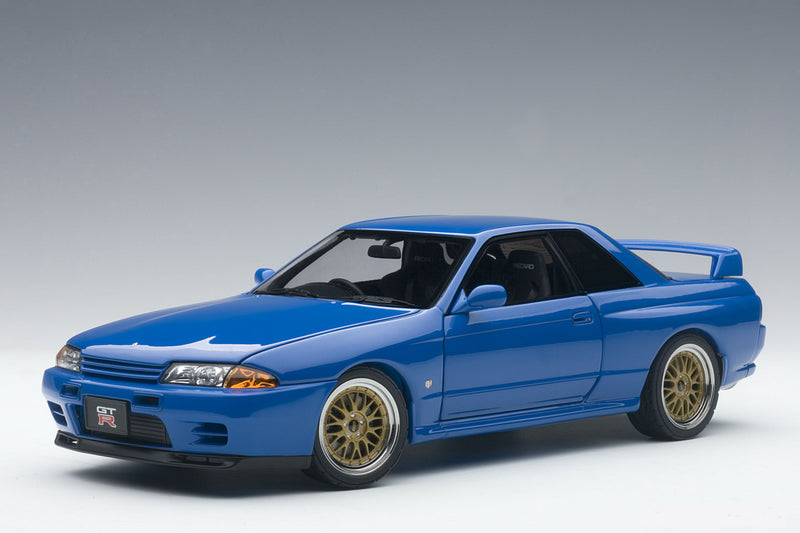Nissan Skyline GT-R (R32) V-Spec II | 1:18-Scale Diecast Model Car by AUTOart - Front Quarter