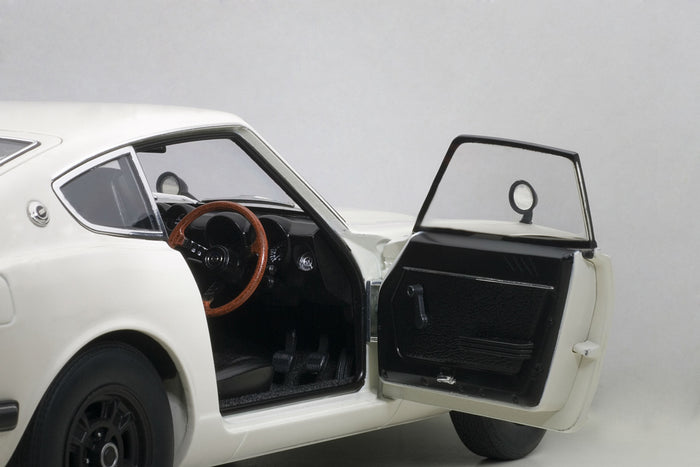Nissan Fairlady Z432 | 1:18 Scale Diecast Model by AUTOart | Interior Detail