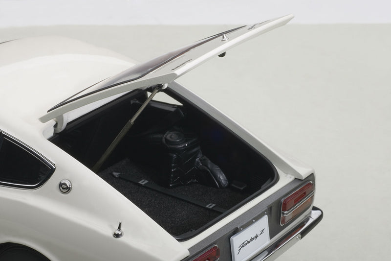 Nissan Fairlady Z432 | 1:18 Scale Diecast Model by AUTOart | Hatch Detail