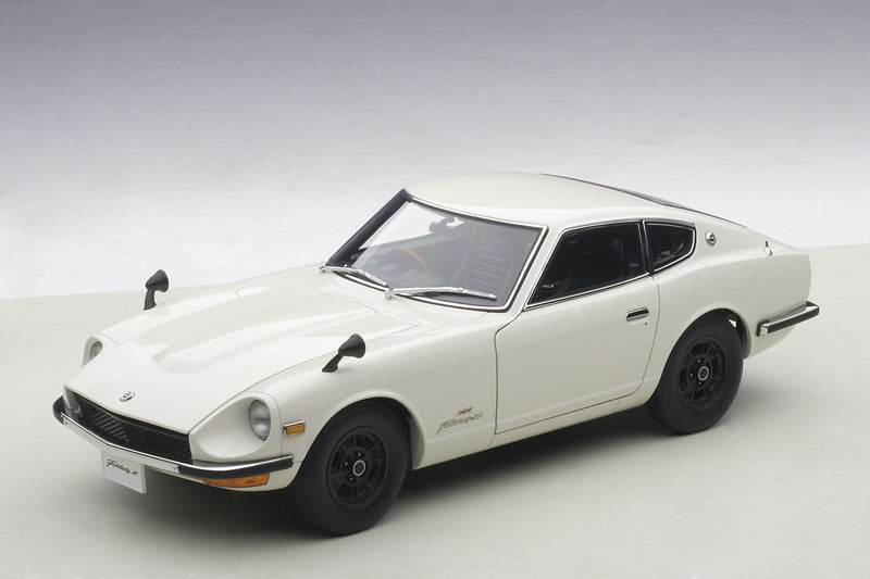 Nissan Fairlady Z432 | 1:18 Scale Diecast Model by AUTOart | Front Quarter