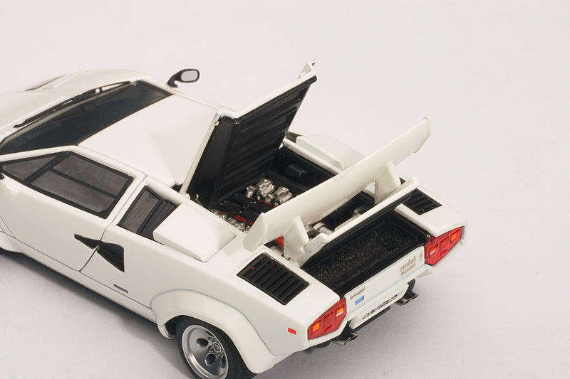 Lamborghini Countach 5000S QV | 1:43-Scale Diecast Model Car by AUTOart | Rear Detail