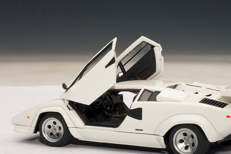 Lamborghini Countach 5000S QV | 1:43-Scale Diecast Model Car by AUTOart | Left Interior