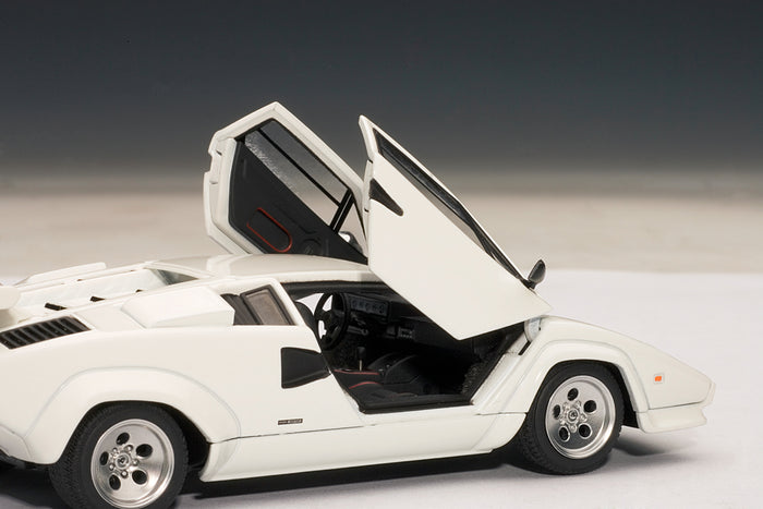 Lamborghini Countach 5000S QV | 1:43-Scale Diecast Model Car by AUTOart | Right Interior