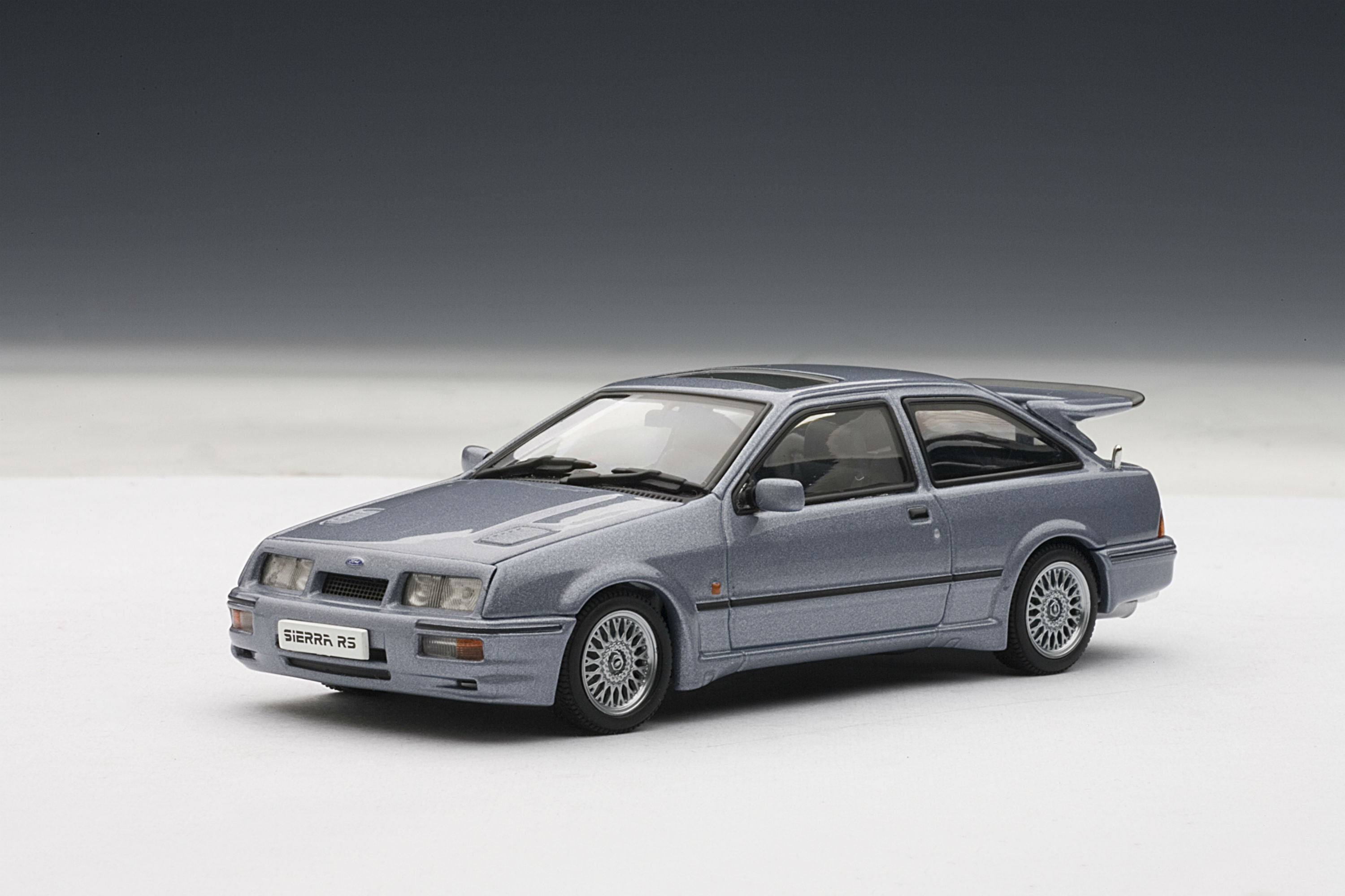 Ford Sierra RS500 Cosworth | 1:43-Scale Diecast Model Car by AUTOart | Front Quarter
