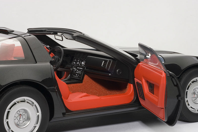 Chevrolet Corvette (1986) | 1:18 Scale Diecast Model Car by AUTOart | Passenger Detail