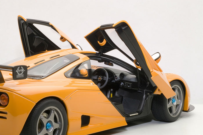 McLaren F1 LM | 1:18 Scale Diecast Model by AUTOart | Right Interior