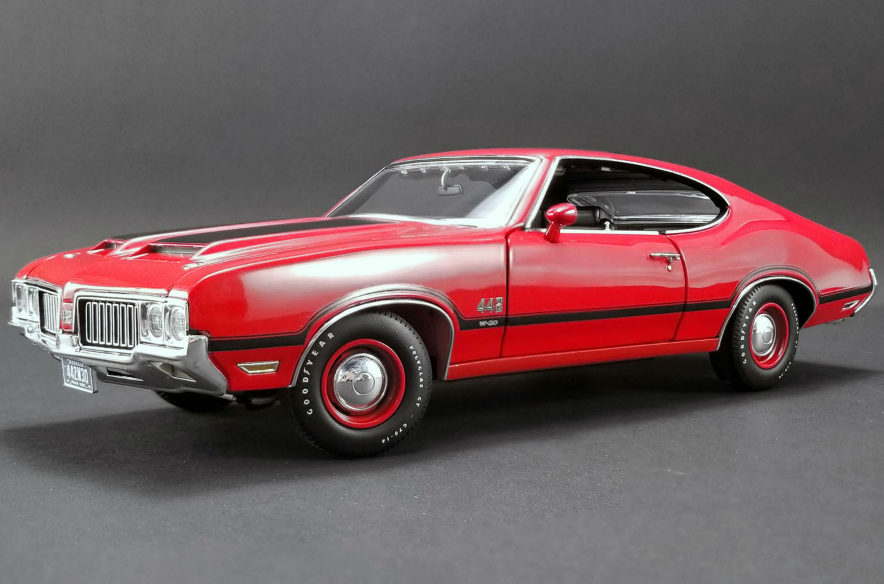 Oldsmobile 442 W30 (1970) | 1:18 Scale Diecast Model Car by Acme Trading Co. | Front Quarter