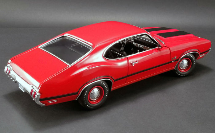 Oldsmobile 442 W30 (1970) | 1:18 Scale Diecast Model Car by Acme Trading Co. | Rear Quarter