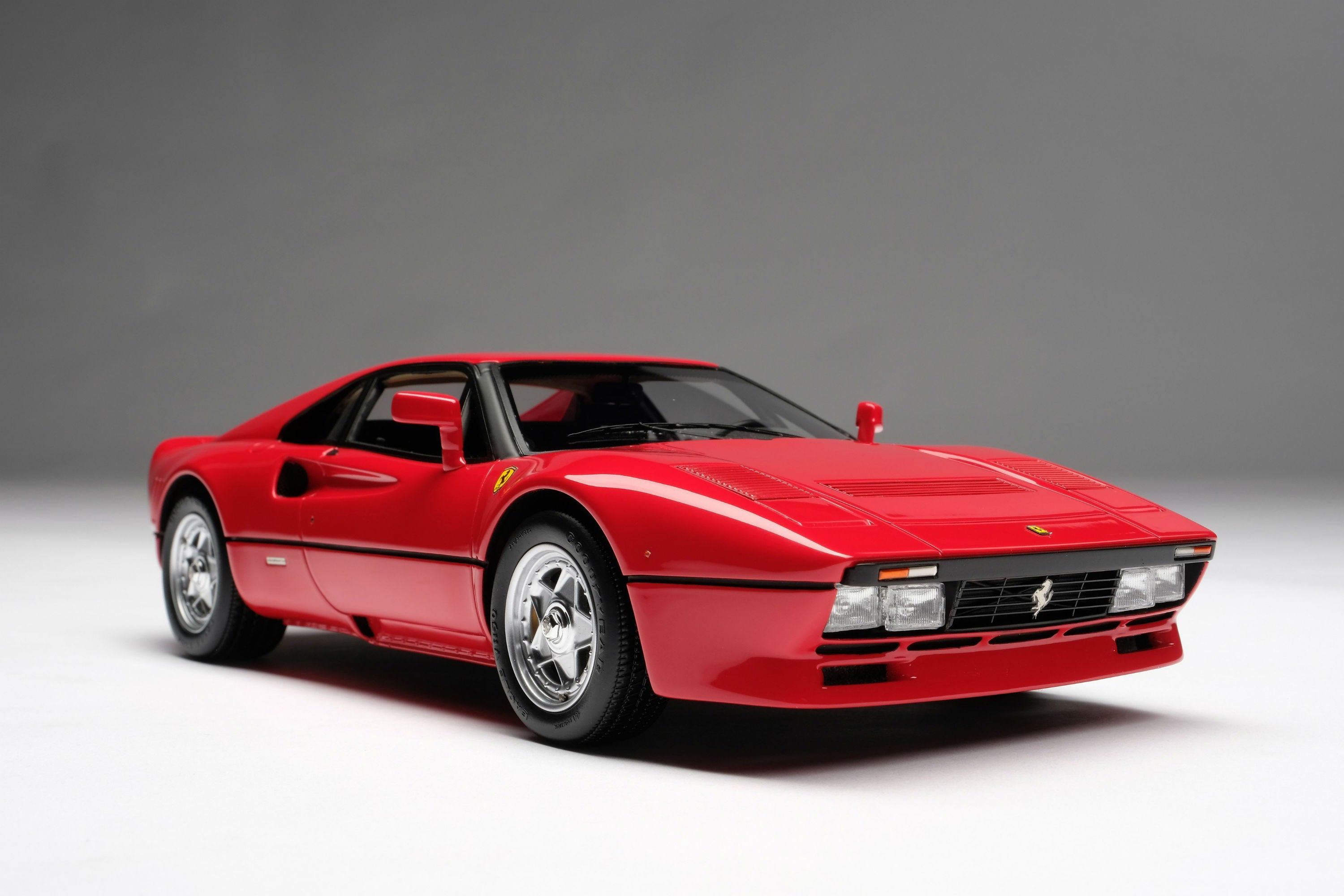 Ferrari 288 GTO (1984) | 1:18 Scale Model Car by Amalgam Collection | Front Quarter