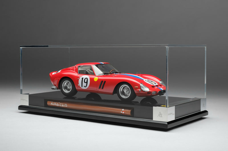 Ferrari 250 GTO (1962 Le Mans Class Winner) | 1:18 Scale Model Car by Amalgam Collection | Display Case