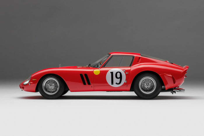 Ferrari 250 GTO (1962 Le Mans Class Winner) | 1:18 Scale Model Car by Amalgam Collection | Left Profile