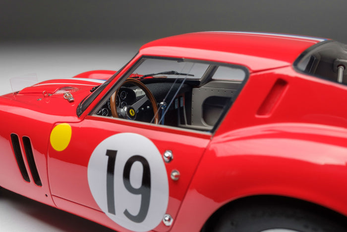 Ferrari 250 GTO (1962 Le Mans Class Winner) | 1:18 Scale Model Car by Amalgam Collection | Left Interior