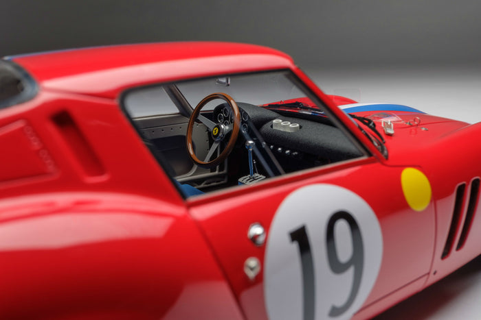 Ferrari 250 GTO (1962 Le Mans Class Winner) | 1:18 Scale Model Car by Amalgam Collection | Right Interior