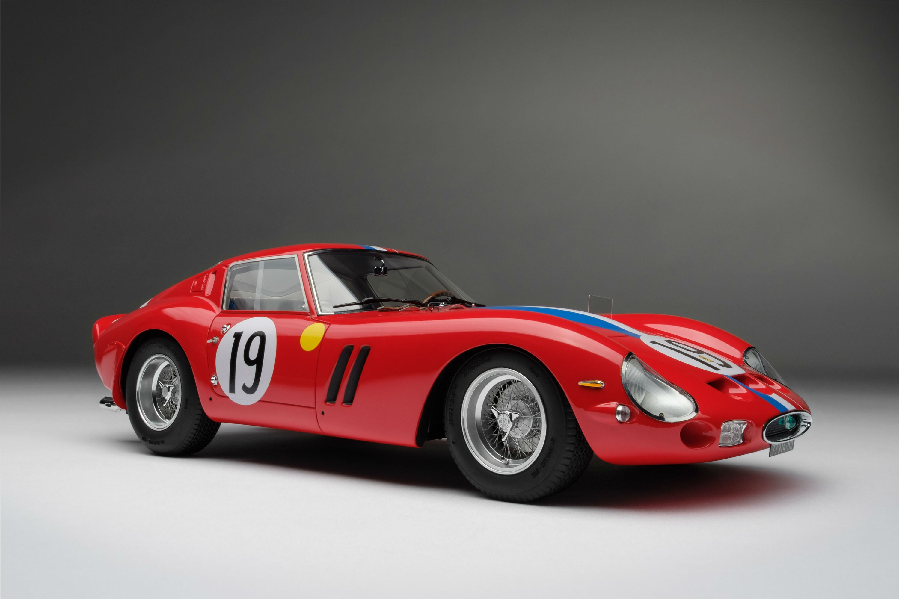 Ferrari 250 GTO (1962 Le Mans Class Winner) | 1:18 Scale Model Car by Amalgam Collection | Front Quarter