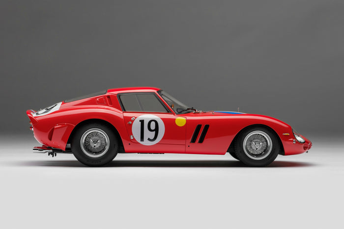 Ferrari 250 GTO (1962 Le Mans Class Winner) | 1:18 Scale Model Car by Amalgam Collection | Right Profile