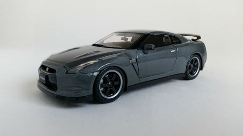 Nissan GT-R Spec V (2009) - 1:43 Scale Diecast Model Car