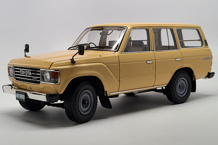 Toyota Land Cruiser (FJ60) - 1:18 Scale Diecast Model Car by Kyosho
