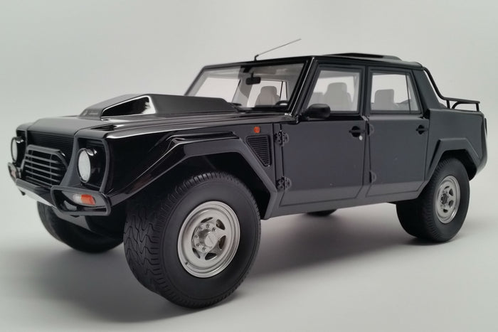 Lamborghini LM002 | 1:18 Scale Model Car by Kyosho | Front Quarter