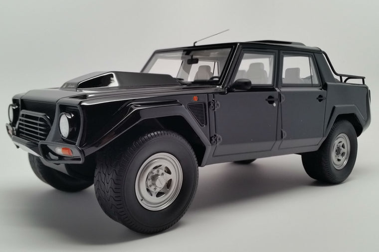 Lamborghini LM002 - 1:18 Scale Model Car