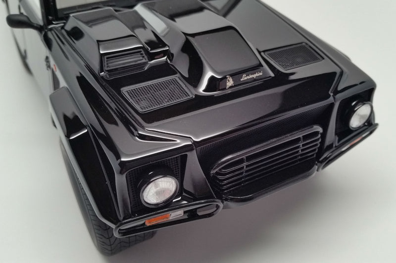Lamborghini LM002 | 1:18 Scale Model Car by Kyosho | Front
