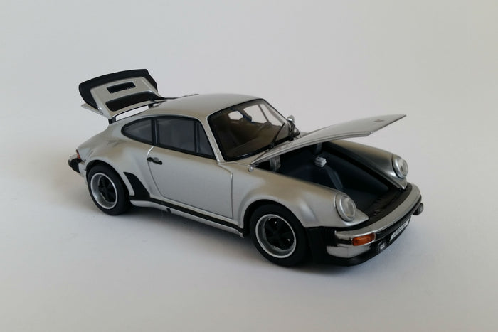Porsche 930 Turbo (1975) | 1:43-Scale Diecast Model Car by Kyosho| Open