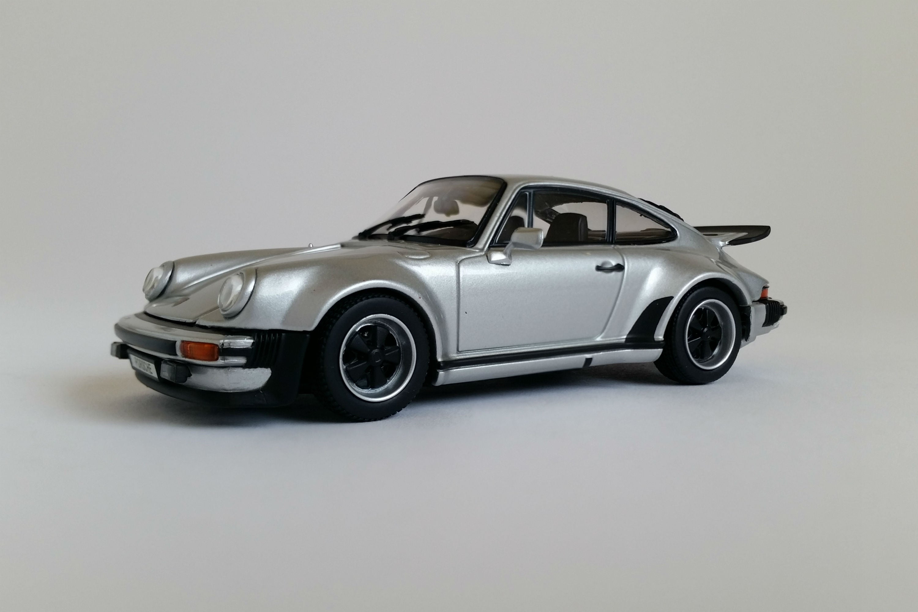 Porsche 930 Turbo (1975) | 1:43-Scale Diecast Model Car by Kyosho| Front Quarter