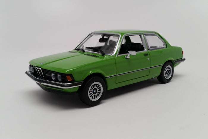 BMW 323i (E21) | 1:43 Scale Diecast Model Car by Maxichamps | Front Quarter