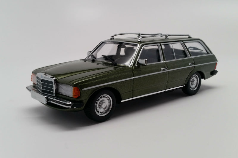 Mercedes-Benz 230TE (S123) | 1:43 Scale Diecast Model Car by Maxichamps | Front Quarter