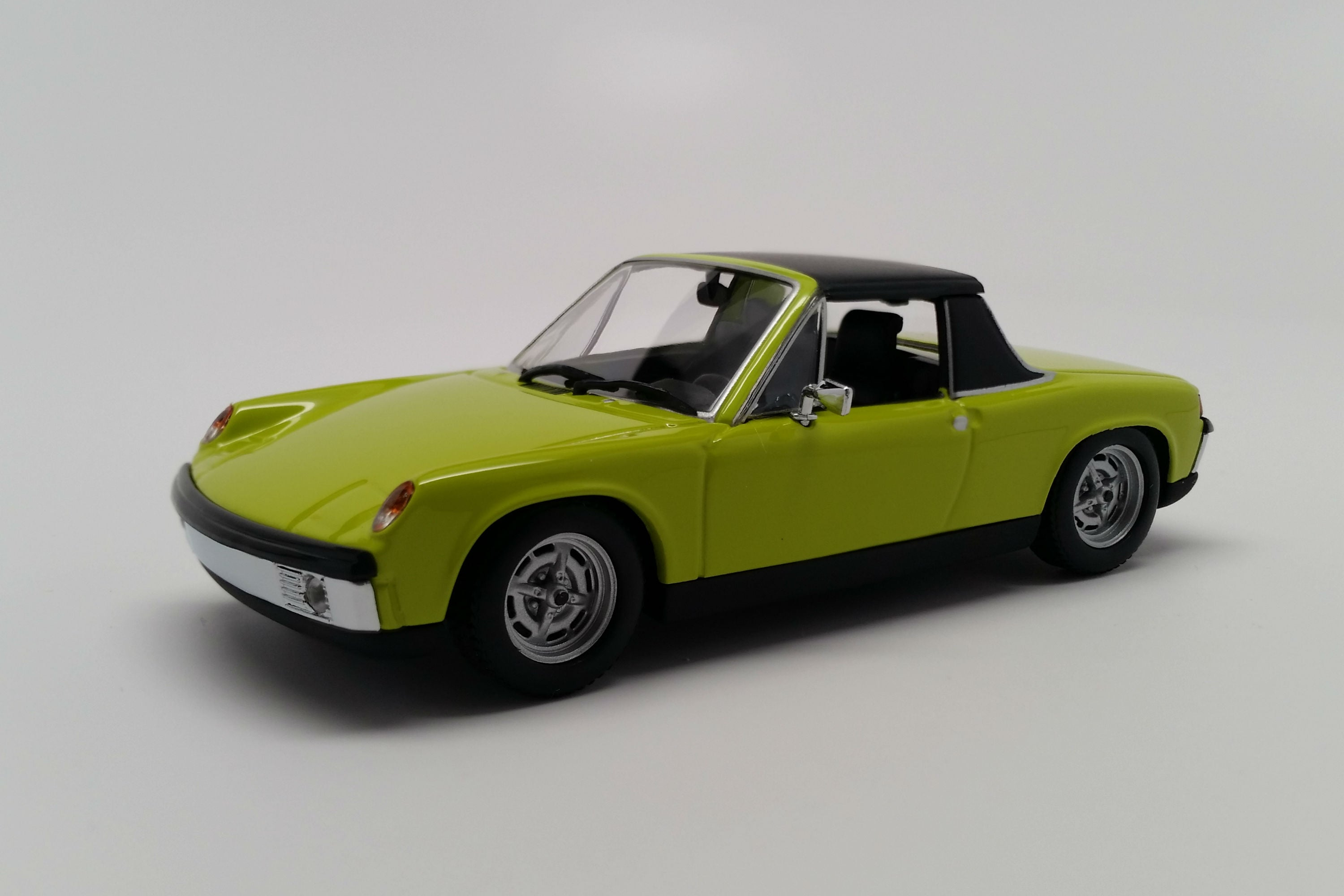 Porsche 914-4 | 1:43 Scale Diecast Model Car by Maxichamps | Front Quarter