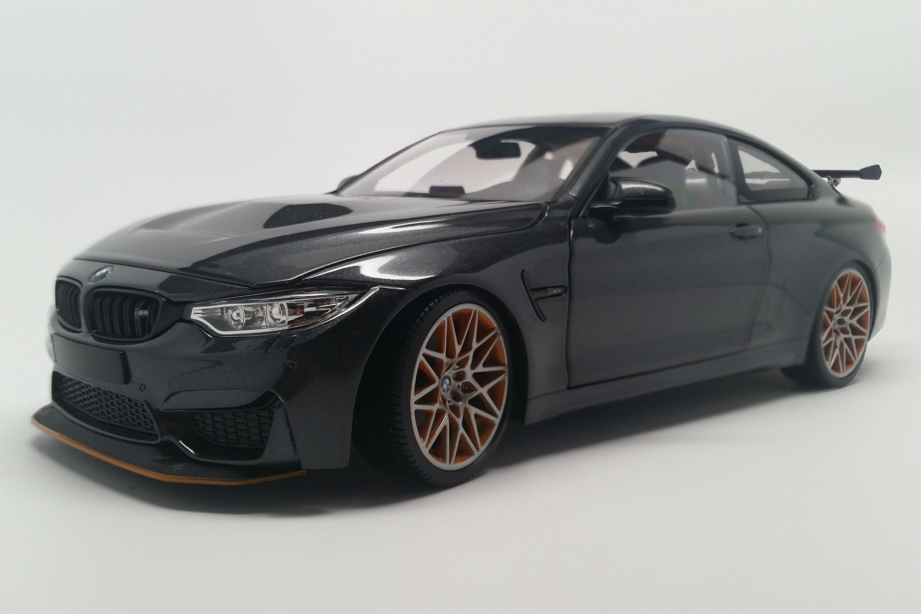 BMW M4 GTS (2016) | 1:18 Scale Diecast Model Car by Minichamps | Front Quarter