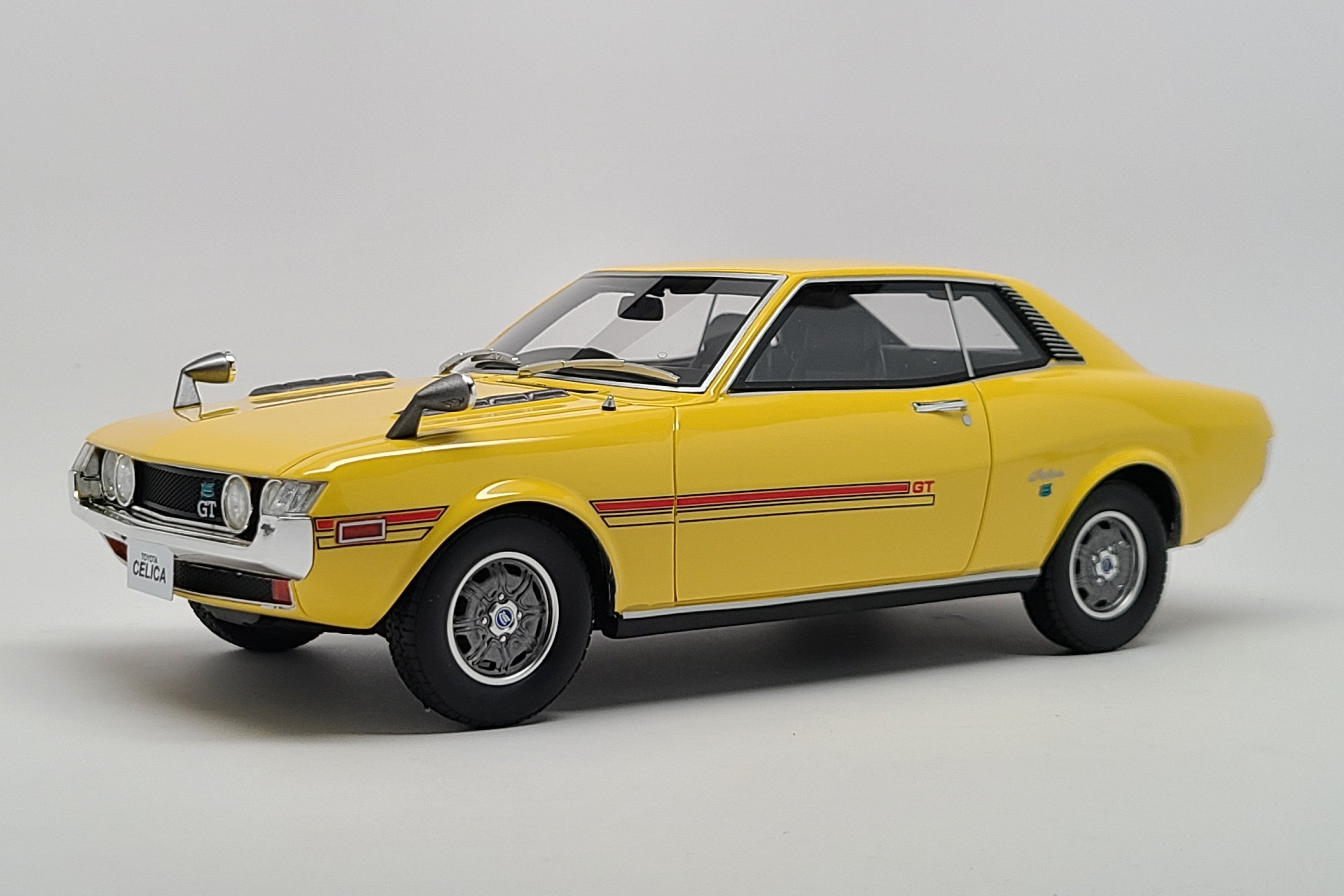Toyota Celica (TA22) | 1:18 Scale Model Car by Ottomobile | Front Quarter